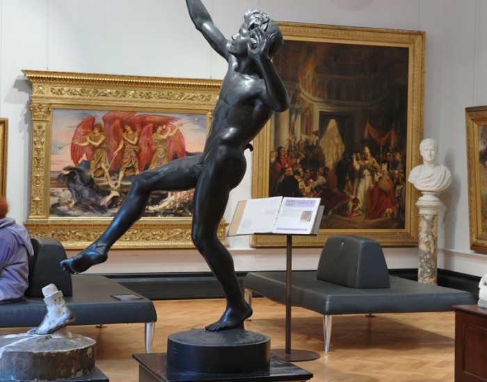 gallery statue paintings